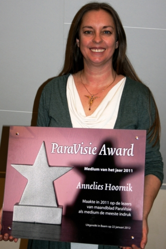 Annelies Hoornik krijgt de Paravisie Award 2011